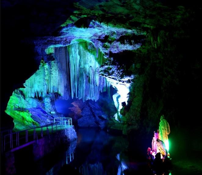 >>人文荆州>>正文     颜将军洞,颜将军洞位于湖北省松滋市洈水风景区