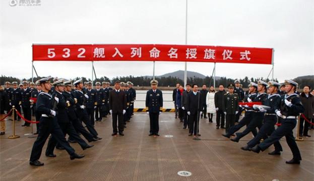 """许海华表示,""""荆州舰""""的入列,既是人民海军不断发展壮大的标志,也"""